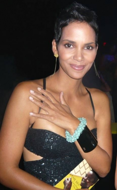 halle berry crochet 400x647 Same Sky Fair Trade Crochet in Action