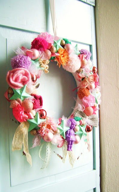 mixed media Christmas wreath 16 Heartwarming Examples of Beautiful Crochet Christmas Decor