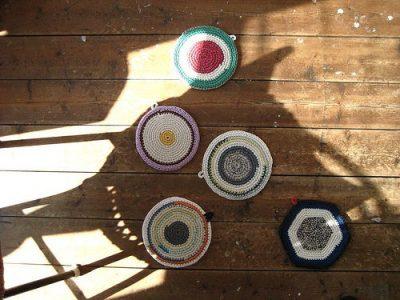 potholder crochet art 400x300 Belgian Home Crochet Artist Renilde de Peuter
