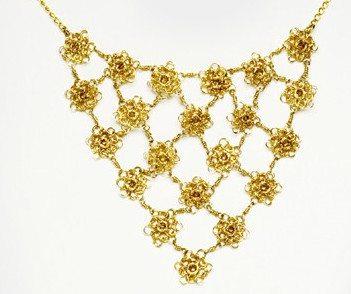 collar de alambre de flores de ganchillo