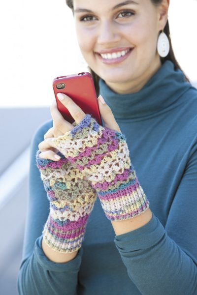 Chunky Vs Mitt LA 400x600 Crochet Texting Mitts (Review, Interview, Blog Tour and Giveaway!)