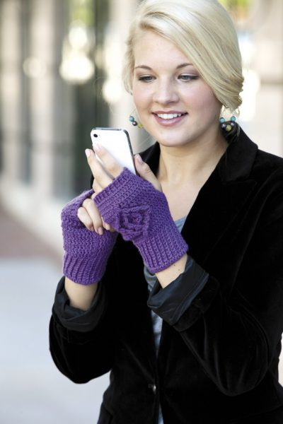 Diamond Back Mitt LA 400x600 Crochet Texting Mitts (Review, Interview, Blog Tour and Giveaway!)