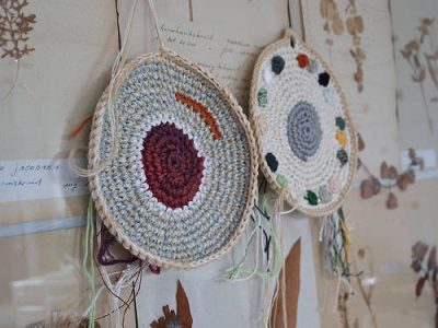 Renilde de Peuter crochet potholders 400x300 25 More Crochet Artists to Inspire You