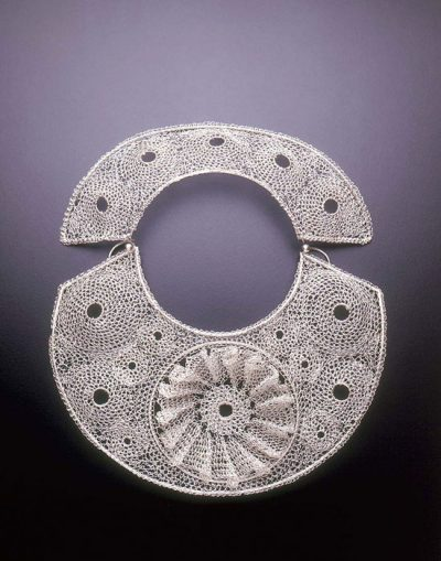 arline fisch crohet metal necklace 400x509 Crocheted Wire Jewelry of New York Artist Arline Fisch