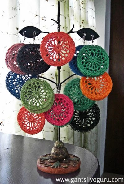 crochet earrings philippines 400x595 Gantsilyo: Crochet in the Philippines and Trey Ajusto
