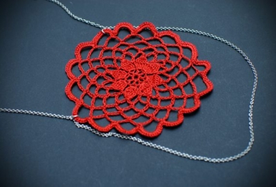 crochet necklace 400x272 The Crochet Link Love of the Week!