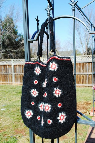 crochet tote bag1 I Heart Crochet Blogs! This Weeks Link Love!