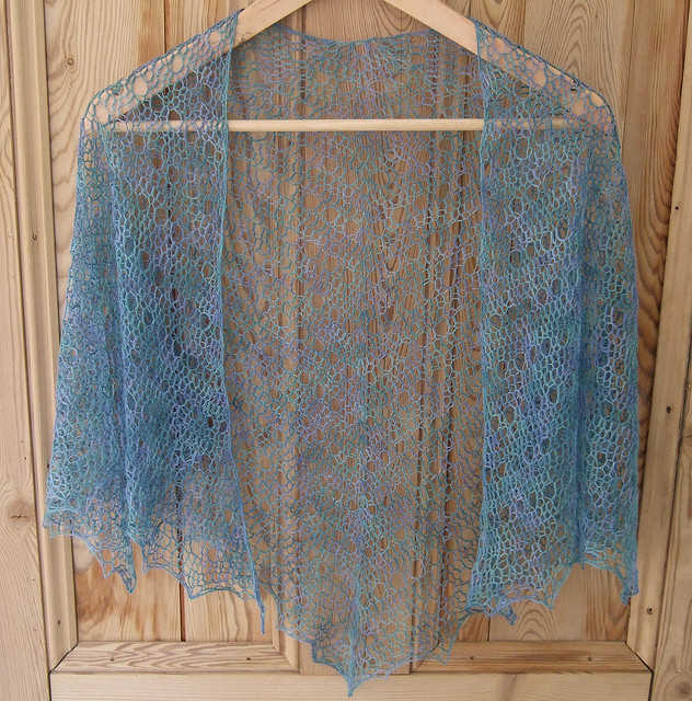 Crochet Patterns Lace Weight Yarn : This free crochet shawl pattern, designed by Milobo, is a laceweight ...