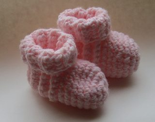 crochet baby booties I Heart Crochet Blogs! This Weeks Link Love!