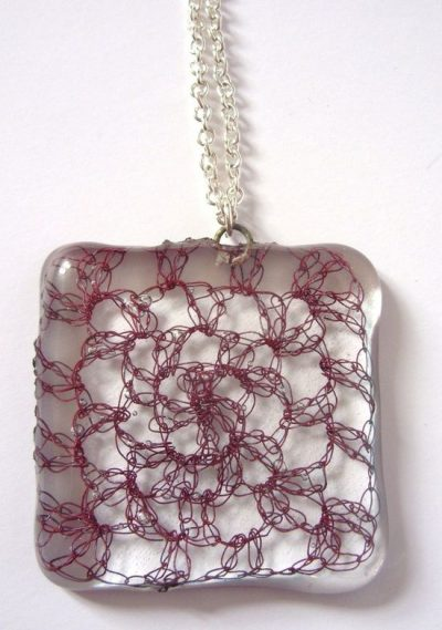 crochet glass necklace 400x569 Crochet: 2011, 2012, 2013 (2/25   3/3)