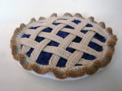 crochet pie 400x300 Good Enough to Eat! 5 Yummy Crochet Food Artists