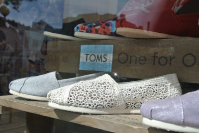 DSC 6457 400x268 TOMS Crochet Shoes in the Storefront
