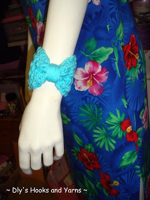 crochet bow cuff pattern