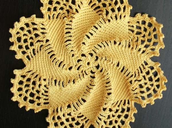 crochet fractal in the round 600x447 10 Stunning Examples of Crochet Fractals