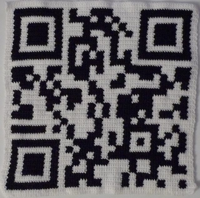 crochet qr code black and white