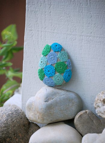 thread crochet stone