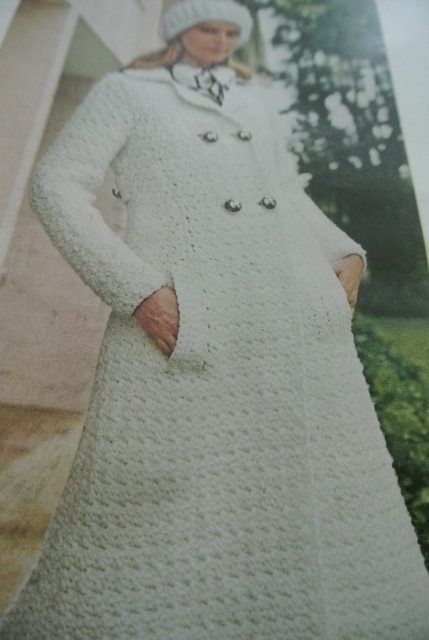 1970s crochet coat 20 Crochet Style Examples from 1971 McCalls