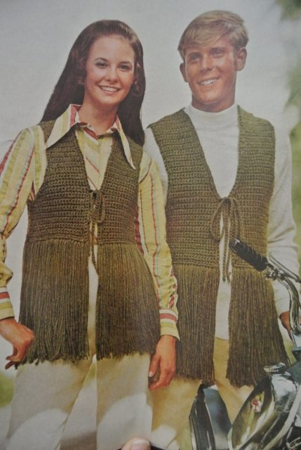 1970s crochet couple 20 Crochet Style Examples from 1971 McCalls