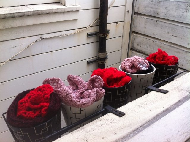 crochet flowers1 10 Ways to Liven Up A Dull Space with Crochet