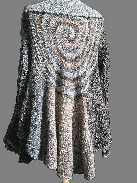 Crochet Patterns Sweater : Kristin Omdahl?s Oversize Swirl Sweater is a free CrochetMe pattern