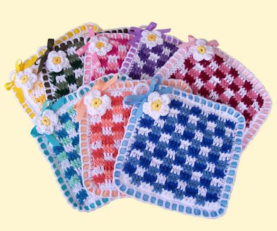 gingham crochet potholder