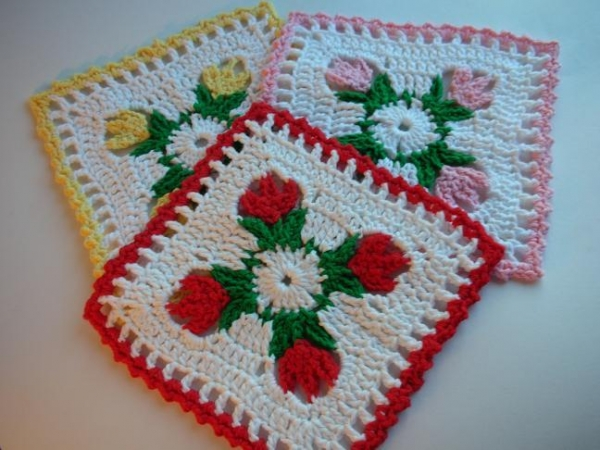 tulip dishcloth crochet 600x450 20 Unique and Beautiful Free Crochet Dishcloth Patterns