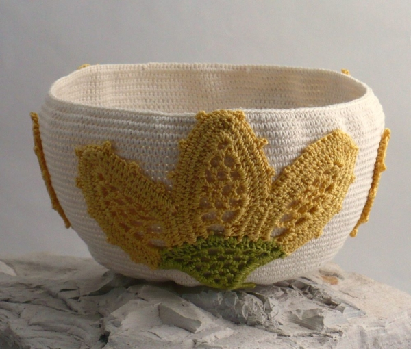 yellow flower basket 2 600x510 Meet Em, Everyday Crocheter