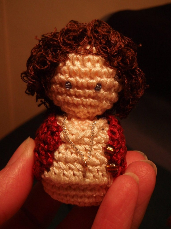 microcrochet frodo 600x800 20+ Amazing Examples of Teeny Tiny Crochet and Amigurumi