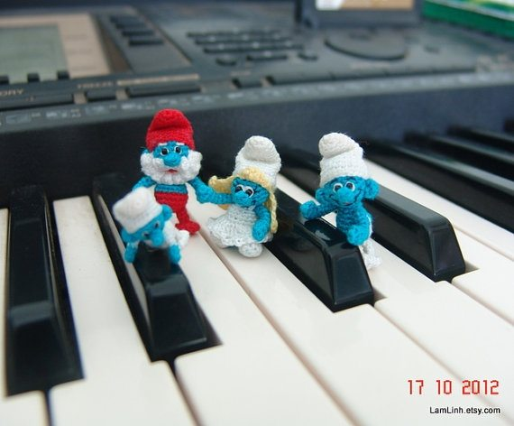 microcrochet smurfs 20+ Amazing Examples of Teeny Tiny Crochet and Amigurumi