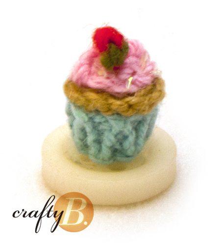small crochet cupcake
