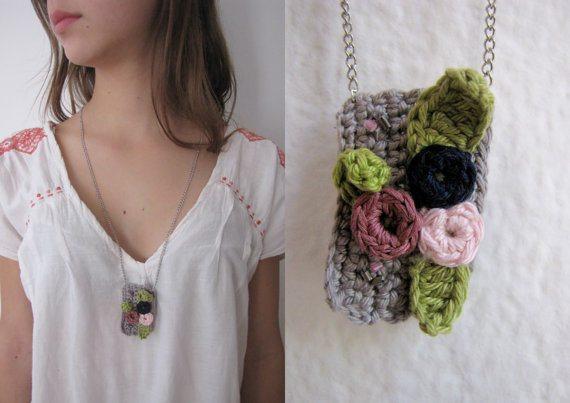 thumbelina crochet necklace