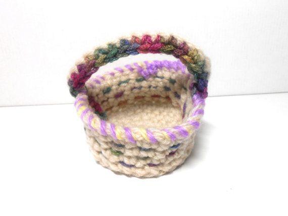 tiny crochet baskets