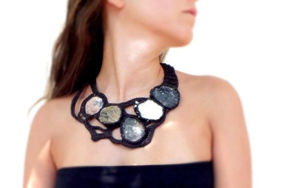 crochet stones necklace