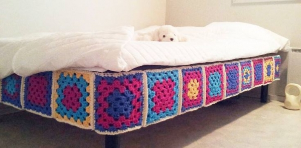 granny square bed 600x295 10 Bold Examples of Crochet Blocks and Squares