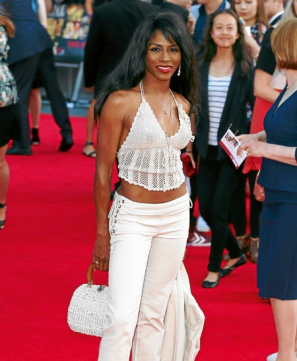 celebrity crochet halter 600x729 10 Beautiful Celebrities Wearing Crochet