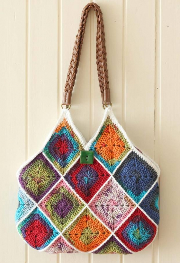 Bags And Purses Patterns : Crochet Squares Bag , free pattern via A Creative Being