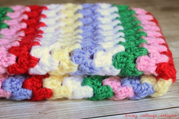 12087944975 d07d03e5ac z 600x400 18 Best Crochet Blanket Patterns