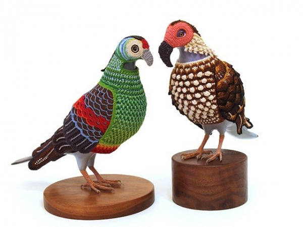 laurel roth crochet pigeons 600x450 Lets Explore a World of Crochet Pigeons