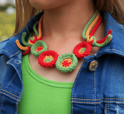 crochet necklace 400x366 crochet necklace