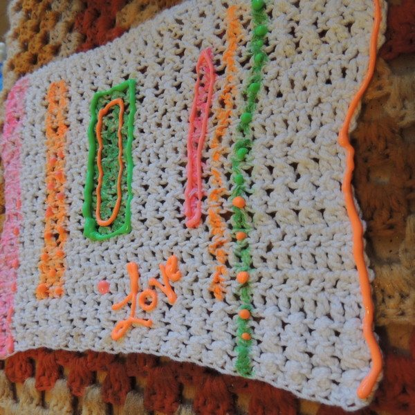 Post image for Tutorial: How to Add Pops of Color and Texture to your Crochet with Tulip