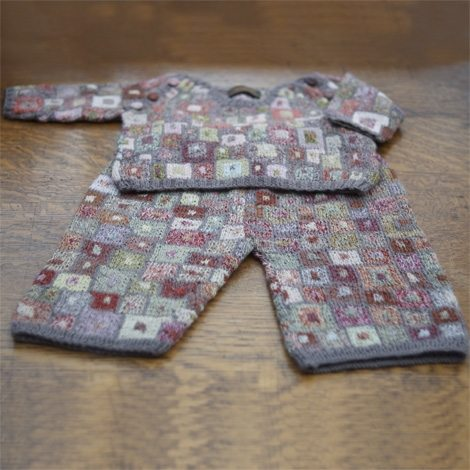 shopie digard crochet baby outfit1 Crochet Blog Roundup: February in Review
