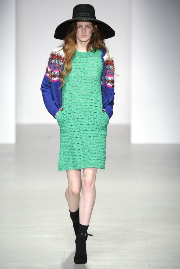 sister by sibling green crochet dress 600x897 New Crochet on the Runway from Sister by Sibling (Autumn/Winter 2014 Fashion Week)