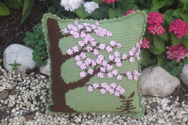 cherry blossoms crochet 600x400 Roundups of Beautiful Spring Crochet Patterns