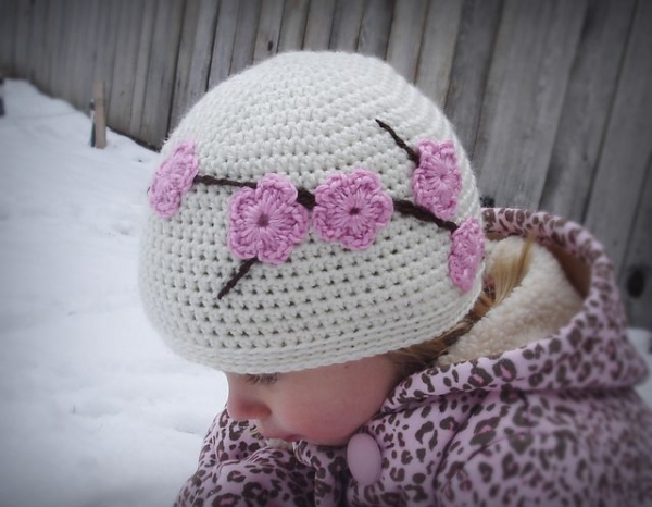 crochet cherry blossom hat pattern 600x466 15 Beautiful Cherry Blossom Crochet Patterns