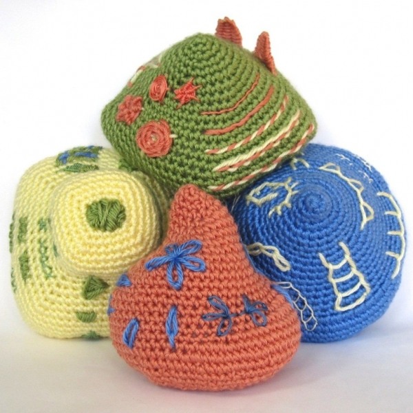 crochet embroidery 600x600 Link Love for Best Crochet Patterns, Ideas and News