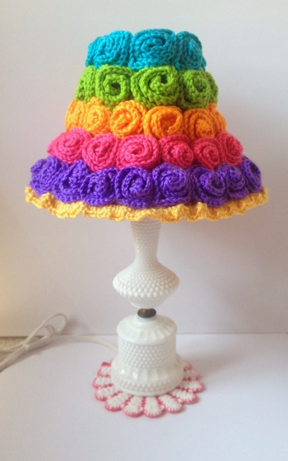 crochet lamp 563x900 20+ Beautiful Examples of 2014 Crochet Art