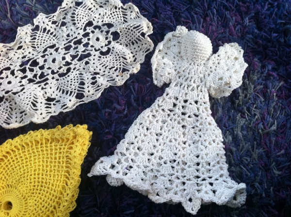 IMG 5518 600x448 Thrifted Crochet: Pineapples, Angel, Doily   Your Ideas Wanted!