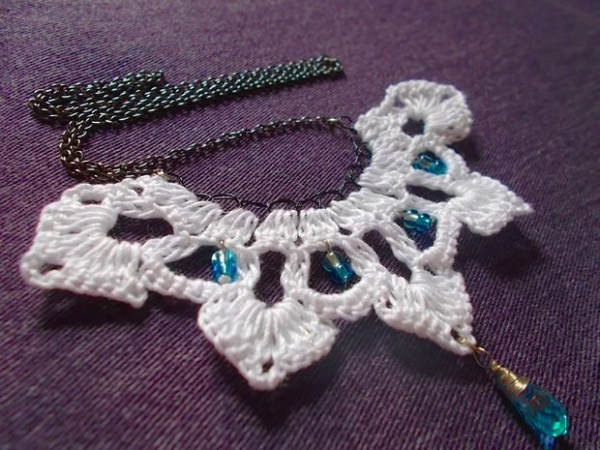 crochet pendant necklace free pattern 600x450 Link Love for Best Crochet Patterns, Ideas and News