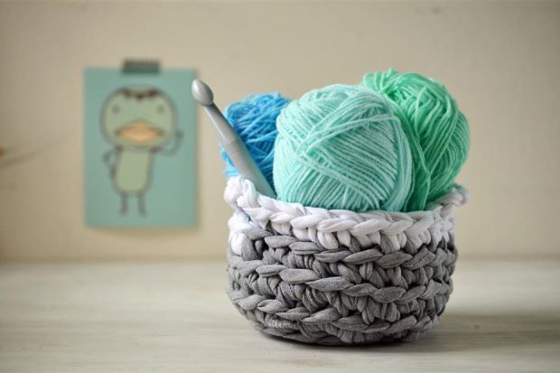 Crochet Patterns For T Shirt Yarn : crochet t-shirt yarn basket