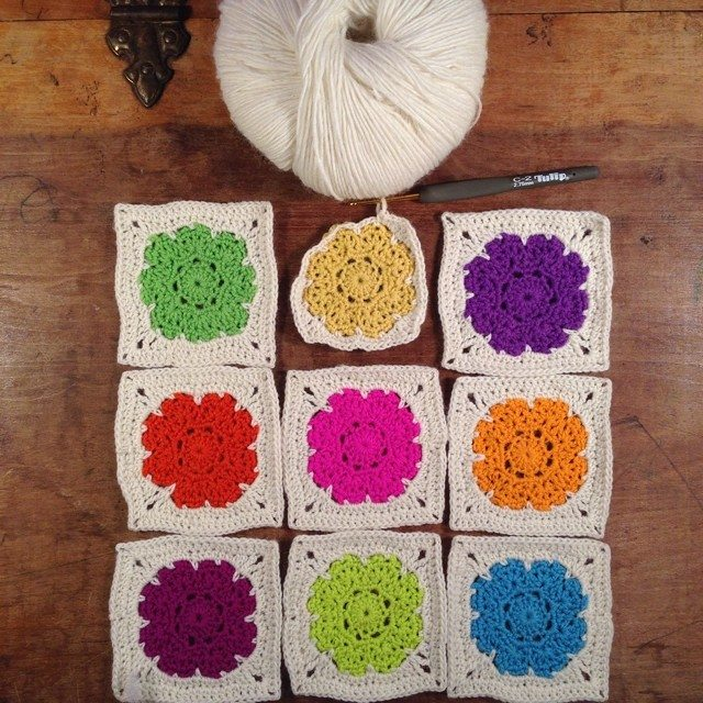 woolyana crochet squares